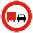 Дорожный знак 3.22 «Обгон грузовым автомобилям запрещен»